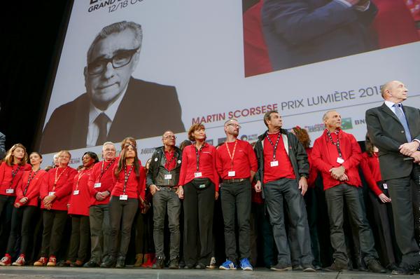 Les bénévoles du festival et Gérard Collomb